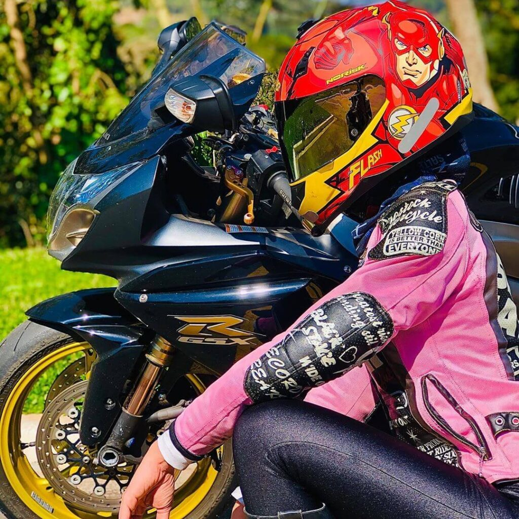 عکس پروفایل موتور سواری دخترانه