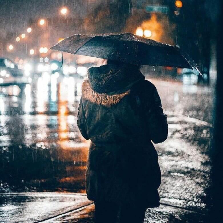 عکس پروفایل بارانی تنها