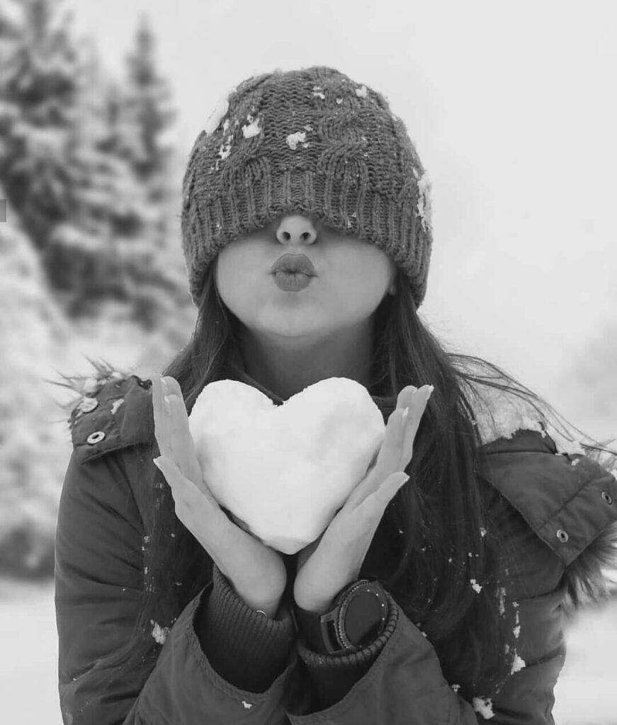 عکس پروفایل سیاه و سفید برف