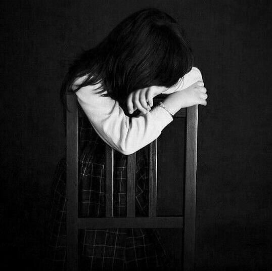 عکس پروفایل سیاه و سفید دخترانه تنها